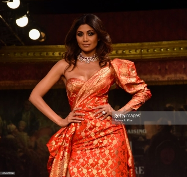 Shilpa Shetty walks for Monisha Jaising's Opera collection