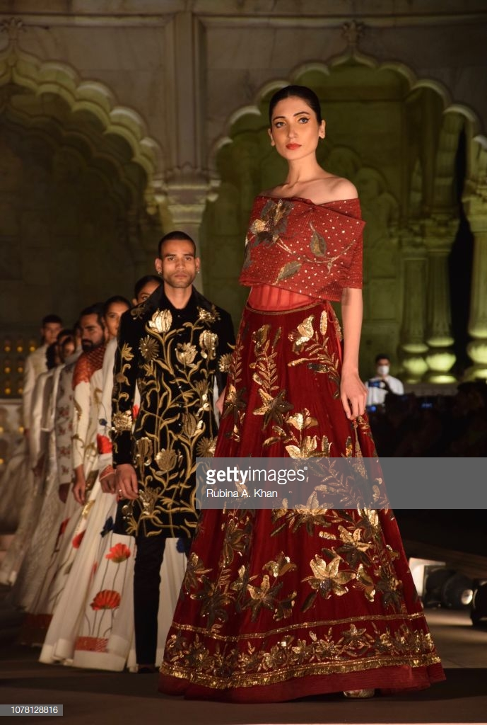 90b5188469 On January 7, Anamika Khanna showed her collection at the Artisan Speak  show organised by the Fashion Design Council Of India for the Ministry Of  Textiles ...